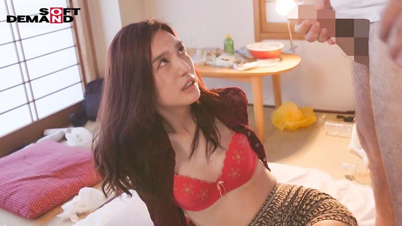 大好きなデリヘル嬢を臭いチ○ポにもしゃぶりつく専用性奴●にしてみませんか?古川いおり 画像3
