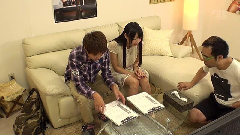 新宿で見つけた大学サークル仲間の男女が2人っきりでAV鑑賞 無料エロ画像5