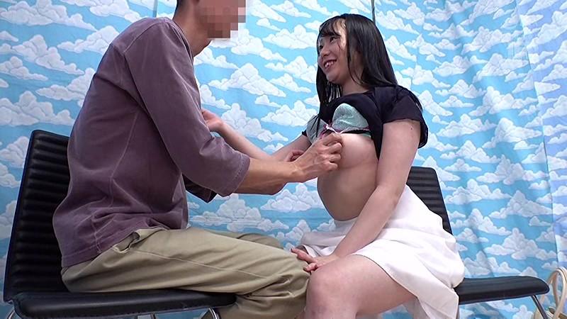 新宿で見つけた心優しい働くお姉さん 童貞くんのオナニーのお手伝いのつもりがセックス練習ってことで素股していてヌルっと入って筆おろし!? 2枚目