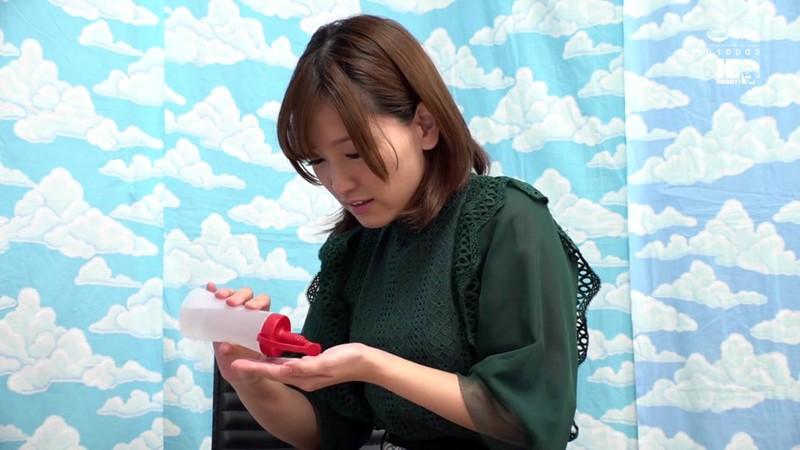 新宿で見つけた超敏感女子大生がヌルヌル素股に挑戦!何度イッてもガン突きピストンで連続中出し! 1枚目