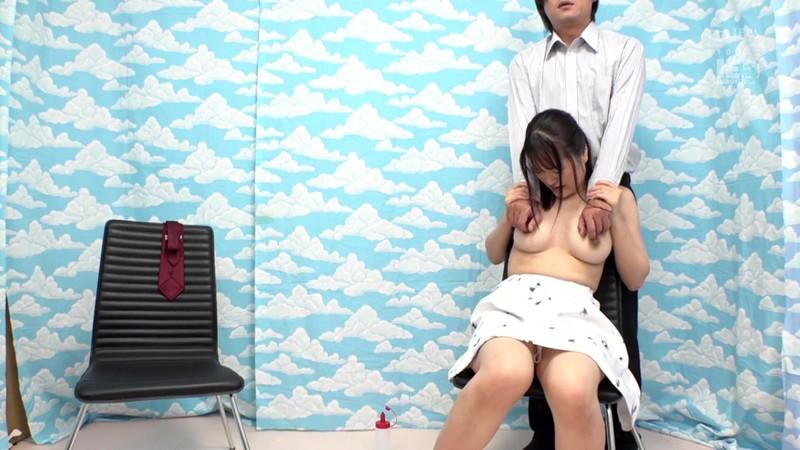 乳首で即イキ!する巨乳女子大生がヌルヌル素股に挑戦!何度イッてもガン突きピストンで連続中出し!!