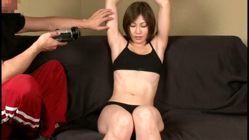 スパンキング・ビンタでイキまくる筋肉妻 画像3
