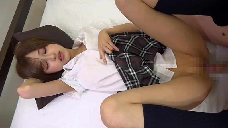 ショートカットの女の子は制服がよく似合う まな