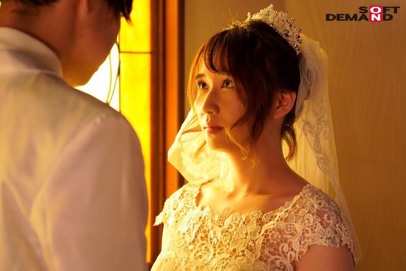 「新婚の新郎さんを見ると思いっきりキスして襲い掛かりたくなるんです」結婚式場で、ネットリ濃厚ベロキスするウエディングプランナー 橘萌々香 3枚目