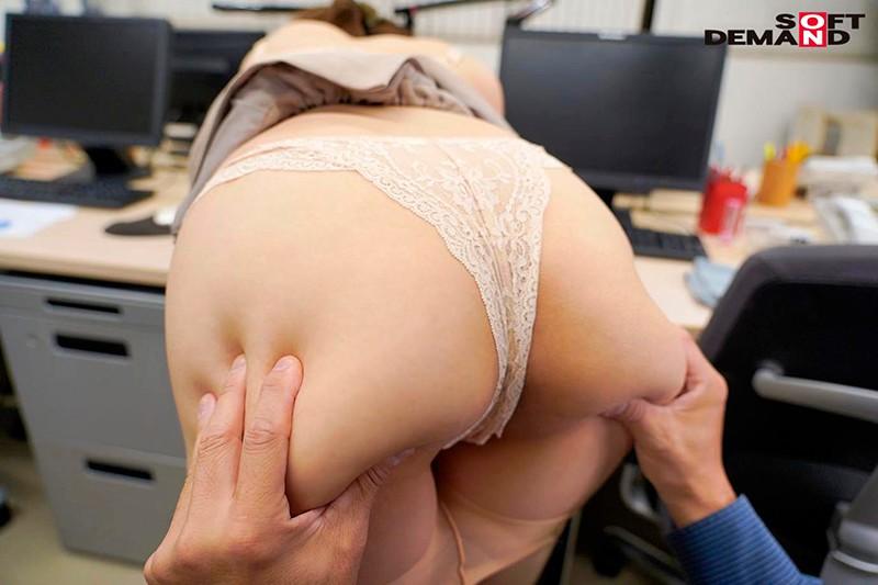 「会議中も商談中もエッチのことで頭いっぱいでした」オフィスで綺麗OLが自ら性欲をさらけ出す誘惑セックス 来栖すみれ16