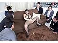 国宝級のピンク乳首っ!デビュー1ヶ月の新人AV女優がド派手なスケベ衣装を着させられて裸体を隅々まで観察される公開羞恥SEX 石原莉紅