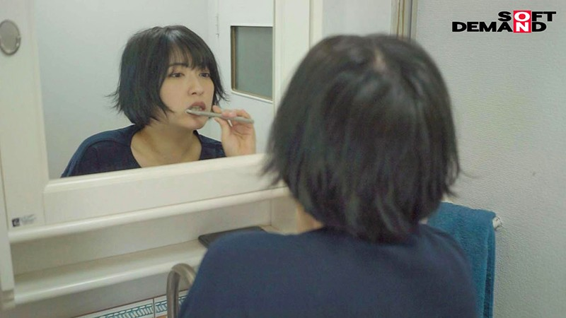 人となじめない、自分を出せない、ミステリアスな孤高のセンター 元アイドル AV debut 吉手るい 14枚目