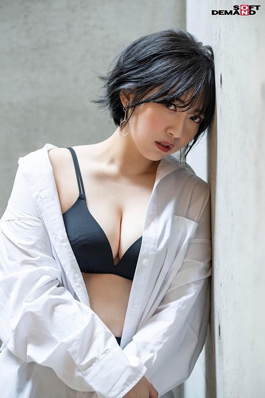 人となじめない、自分を出せない、ミステリアスな孤高のセンター 元アイドル AV debut 吉手るい 4枚目