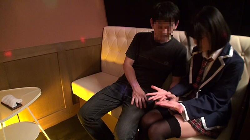 日本最大の繁華街にある「老舗おっぱいパブ」では新人嬢がベテラン嬢から客を奪うために内緒でセックスさせてくれる。しかも生で。3|無料エロ画像15