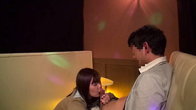 日本最大の繁華街にある「老舗おっぱいパブ」では新人嬢がベテラン嬢から客を奪うために内緒でセックスさせてくれる。しかも生で。3|無料エロ画像5