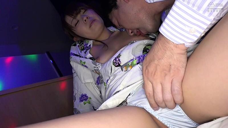 日本最大の繁華街にある「老舗おっぱいパブ」でオキニの嬢が騎乗位生ハメで中出しするまで さとう愛理