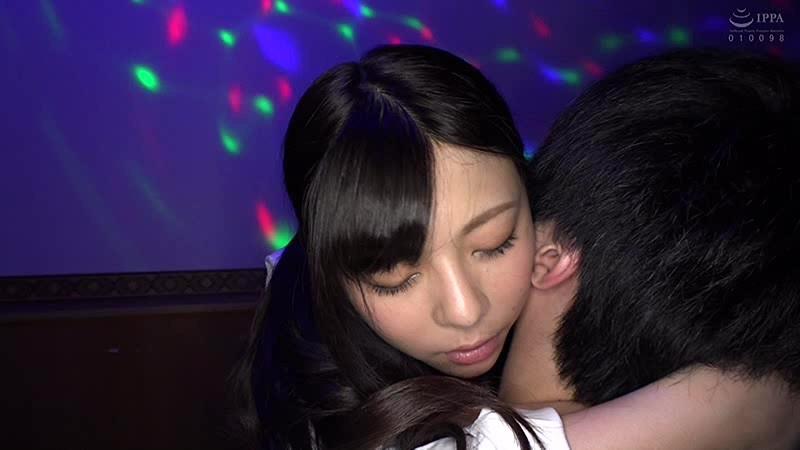 日本最大の繁華街にある「老舗おっぱいパブ」でオキニの嬢が騎乗位生ハメで中出しするまで 岬あずさ 4枚目