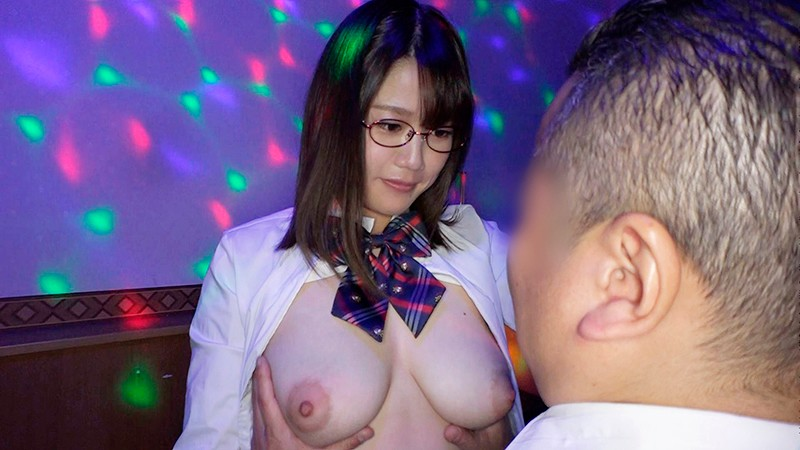 日本最大の繁華街にある「老舗おっぱいパブ」でオキニの嬢が騎乗位生ハメで中出しするまで 佐知子 18枚目