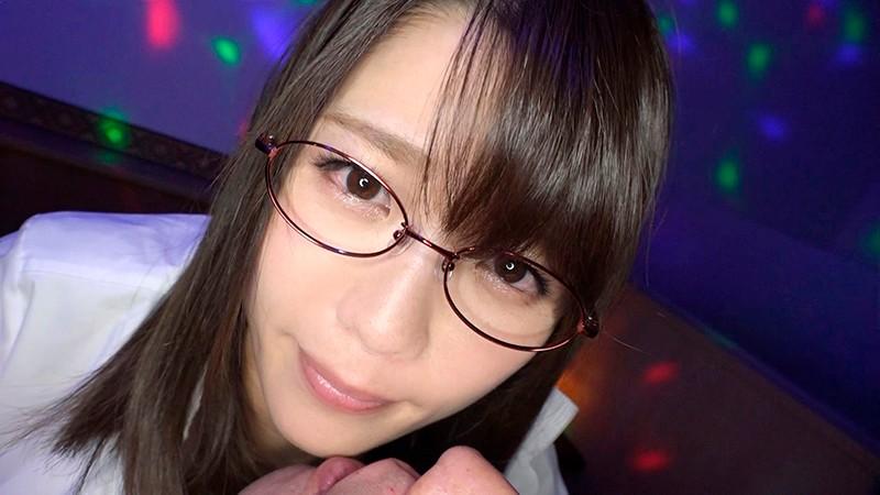 日本最大の繁華街にある「老舗おっぱいパブ」でオキニの嬢が騎乗位生ハメで中出しするまで 佐知子 3枚目