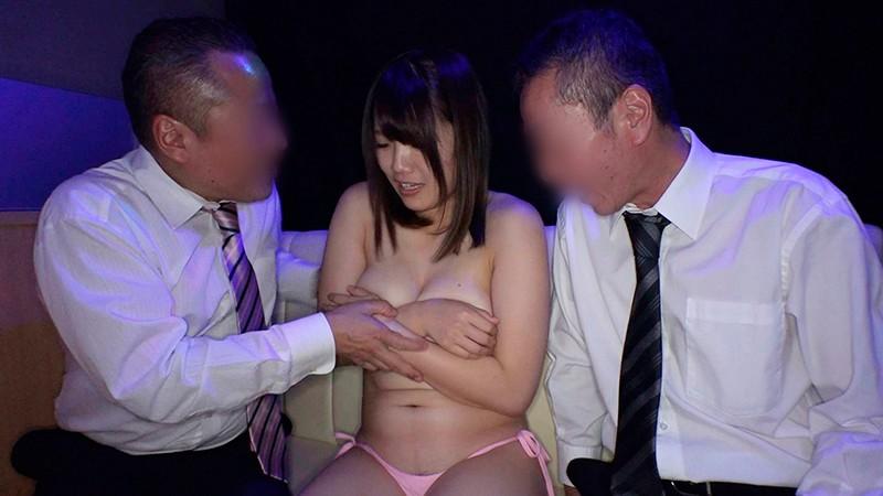日本最大の繁華街にある「老舗おっぱいパブ」でオキニの嬢が騎乗位生ハメで中出しするまで 佐知子 5枚目