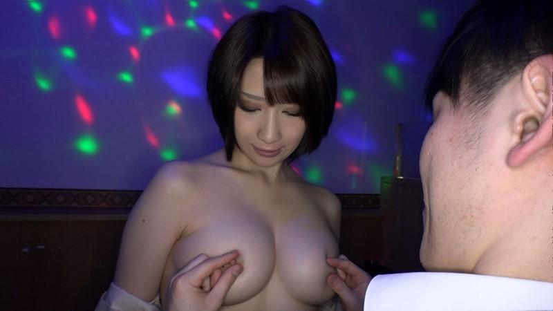 日本最大の繁華街にある「老舗おっぱいパブ」でオキニの嬢が騎乗位生ハメで中出しするまで 来まえび 13枚目