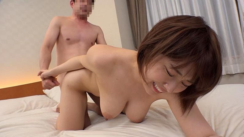 日本最大の繁華街にある「老舗おっぱいパブ」でオキニの嬢が騎乗位生ハメで中出しするまで 松本菜奈実17