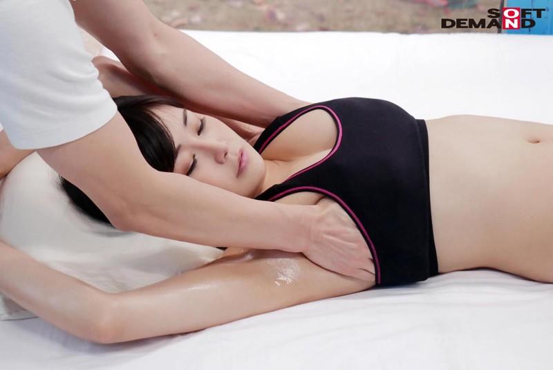 マジックミラー号にて、美人スレンダーな巨乳の人妻熟女の、寝取られ無料動画。【人妻、熟女動画】