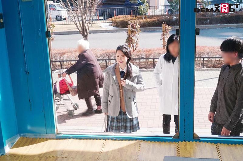 えりかちゃん(18)女子○生 マジックミラー号 膣内洗浄で段々気持ちよくなってしまい、チ○コもすんなり挿入させちゃいました。 キャプチャー画像 1枚目