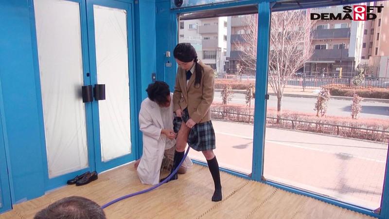 えりかちゃん(18)女子○生 マジックミラー号 膣内洗浄で段々気持ちよくなってしまい、チ○コもすんなり挿入させちゃいました。 キャプチャー画像 16枚目