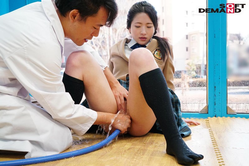えりかちゃん(18)女子○生 マジックミラー号 膣内洗浄で段々気持ちよくなってしまい、チ○コもすんなり挿入させちゃいました。 キャプチャー画像 5枚目