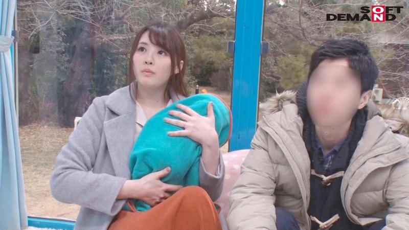えみ(22) 人妻 マジックミラー号 真正中出し!きれいな若妻がすぐ側に旦那さんがいるのに… 画像1