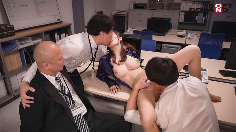 社内でコソコソ上司と不倫している受付嬢を寝取ってレイプ 水沢美心 13枚目