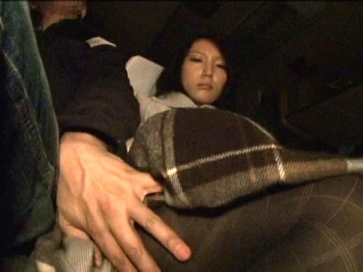 夜行バスで隣り合わせた触っても断れないうぶな娘を友達が寝ている間に感じさせろ!!-6 AV女優人気動画作品ランキング