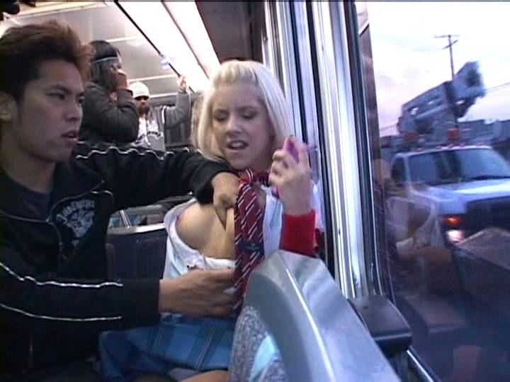 девушке придётся двое лапают в автобусе покажет