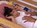2段ベッドが揺れるほど感じる姉の喘ぎ声を聞いて発情しだす妹