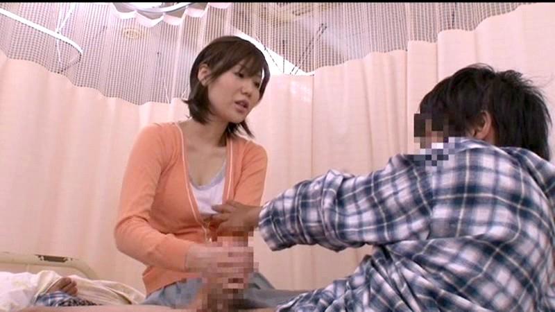 入院中の性処理を母親には頼めないからお見舞いに来た叔母にお願いしたら優しい騎乗位でこっそりぬいてくれた 画像2