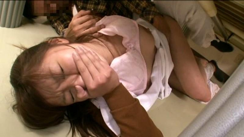 ベッドにて、美人な巨乳の看護師ナースの、レイプフェライタズラ無料動画!【痴漢動画】