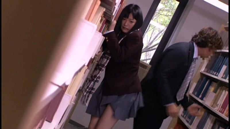 スケベな美脚でミニスカの美少女女子校生の、パンチラ痴漢羞恥無料エロ動画。【美少女、女子校生動画】