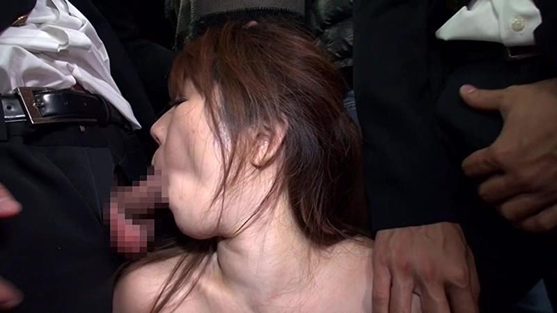 デカブラ没収!暴走する男子校生の痴●を止められず濡れてしまう巨乳妻 画像8