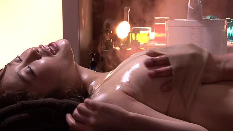 スレンダーな巨乳の女性の、中出しアクメ手マン無料エロ動画。【媚薬、エステ、痙攣、マッサージ動画】