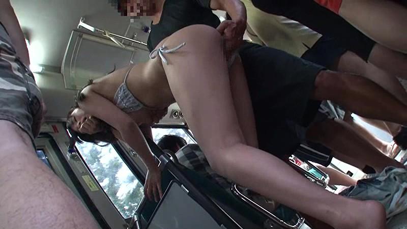 海岸路線バスで背後から水着越しにねっとり乳揉み痴●され腰をグラインドさせイキまくる巨乳女 サンプル画像 10