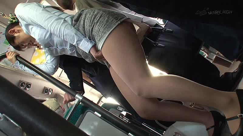 痴●師に無理やり挿れられたバイブが取れず痙攣イキしてしまうタイトスカートの女 2 画像3