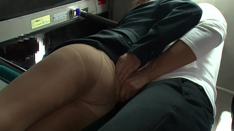 痴●師に無理やり挿れられたバイブが取れず痙攣イキしてしまうタイトスカートの女 2 画像7