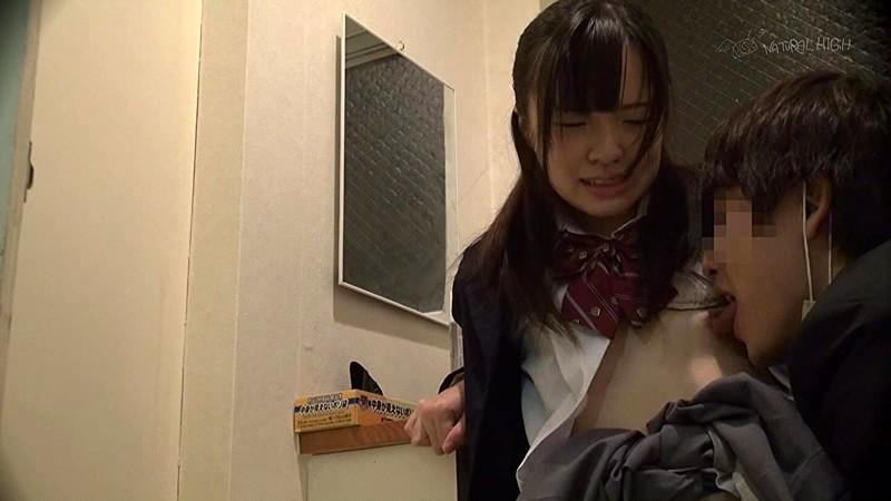 駆け込んだトイレが使用できず漏らした女は犯●れても抵抗できないいいなり娘 画像12