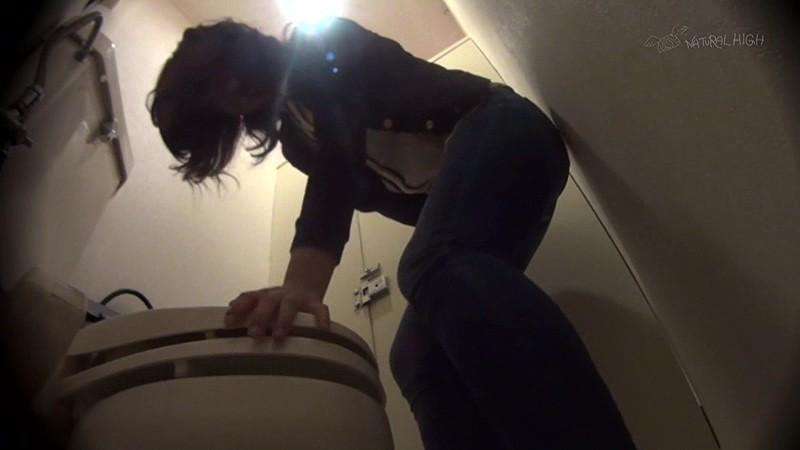 駆け込んだトイレが使用できず漏らした女は犯●れても抵抗できないいいなり娘 画像16