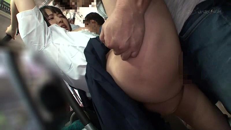 満員バスで背後から制服越しにねっとり乳揉み痴●され腰をクネらせ感じまくる巨乳女子校生 2 無料エロ画像12