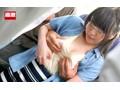 痴漢師に服の中で乳首をイジられ敏感すぎて抵抗できない美乳女