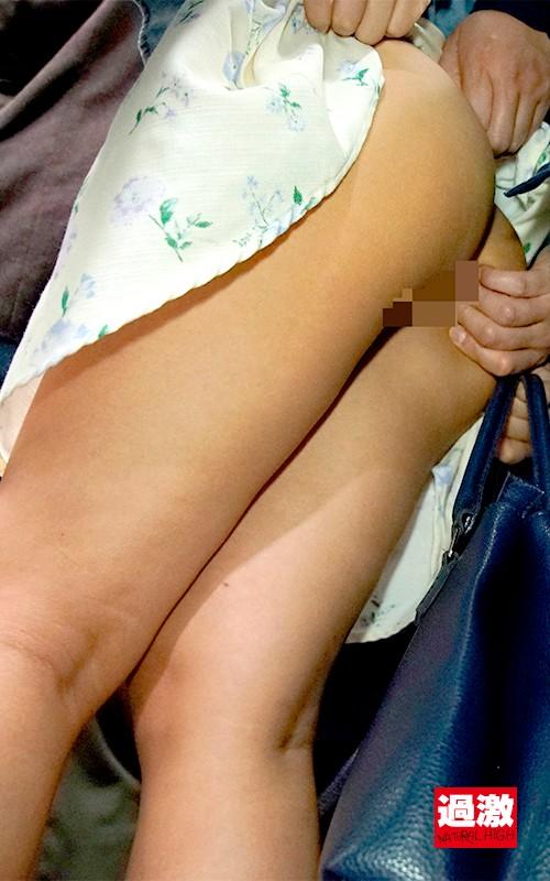 痴漢師に服の中で乳首をイジられ敏感すぎて抵抗できない美乳女2のサンプル画像