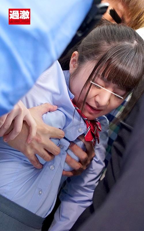痴漢師に服の中で乳首をイジられ敏感すぎて抵抗できない美乳女3 女子○生SP