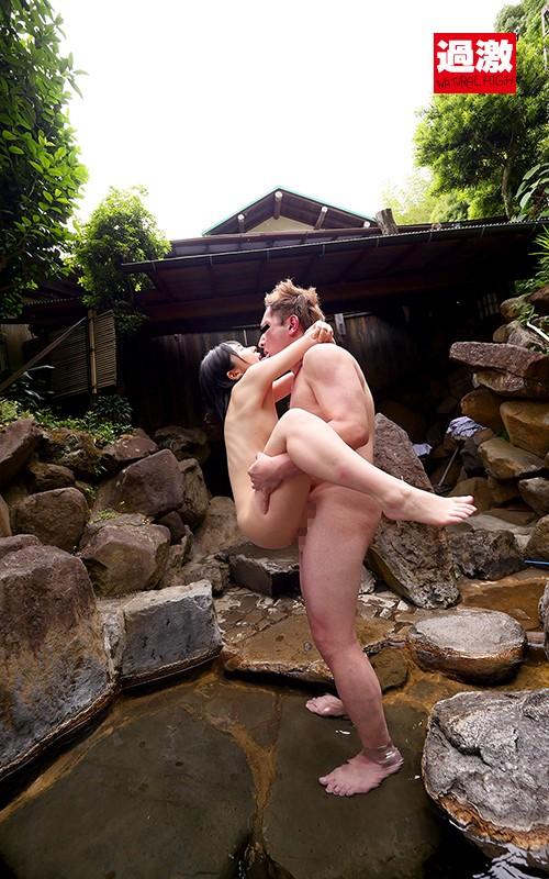 男湯で出会った痴女っこ突然のベロちゅうと抱っこSEXで迫られ我慢できず何度も膣射