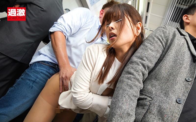痴●師にグイグイTバックを食い込まされた刺激で感じてしまった美尻女はずらしハメを拒めない20