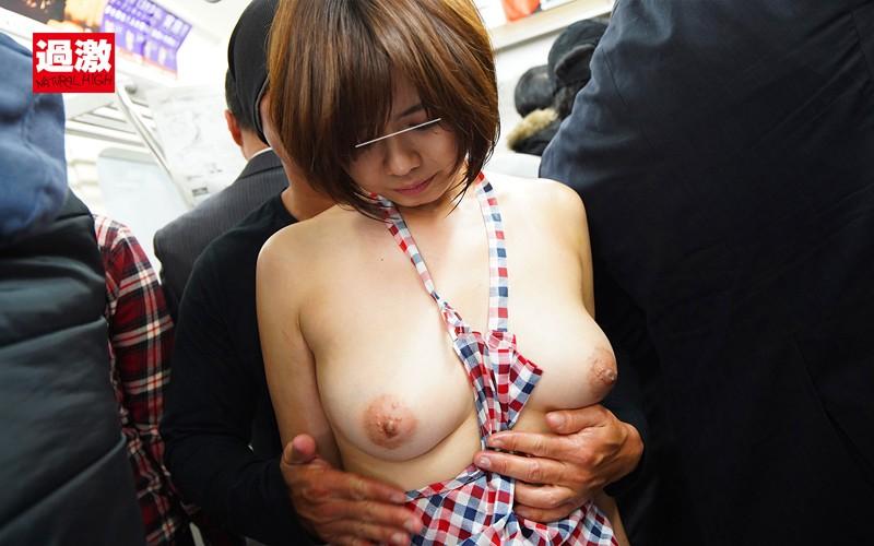 痴●師に全裸にされ恥ずかしい女体を震わせ感じまいと我慢する肉感妻 画像18