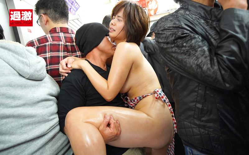 痴●師に全裸にされ恥ずかしい女体を震わせ感じまいと我慢する肉感妻 画像20