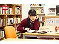図書館で声も出せず糸引くほど愛液が溢れ出す敏感娘22 シリーズ復活記念2枚組中出しSP