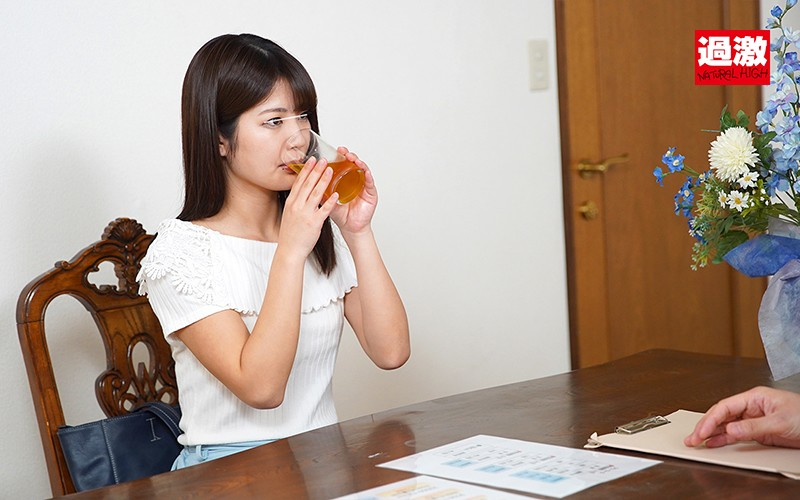 ヨガスクールで媚薬を飲まされたピタパン女子が失禁イキしても止まらないスプリンクラー騎乗位